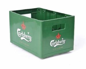 Két bia nhựa Carlsbergr cao cấp Phú Hòa An