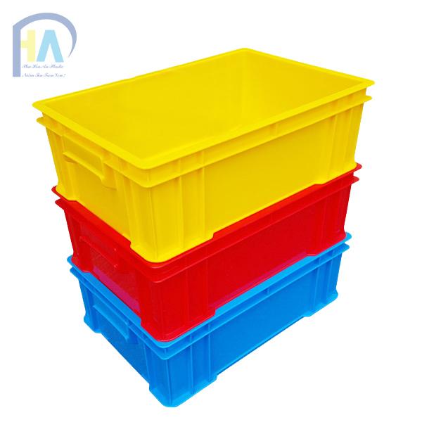 Thùng nhựa đặc B4 xếp chồng lên nhau tiết kiệm diện tích