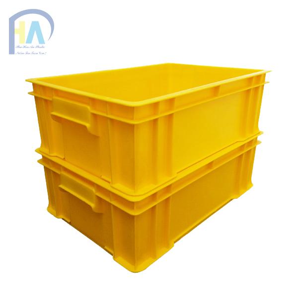 Thùng nhựa đặc B4 dễ dàng xếp chồng lên nhau tiết kiệm diện tích