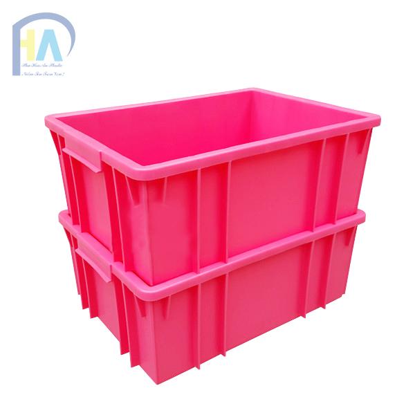 Thùng nhựa đặc B3 dễ dàng xếp chồng lên nhau tiết kiệm diện tích
