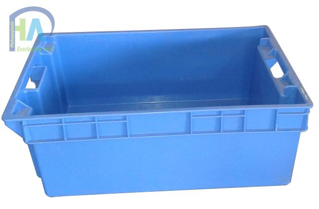 Thùng nhựa đặc YM002 có các đường gân tăng cứng bền bỉ