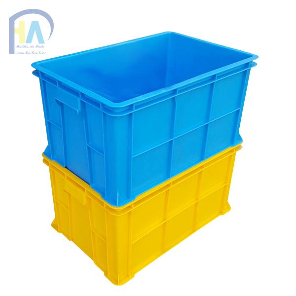 Thùng nhựa đặc B5 xếp chồng lên nhau